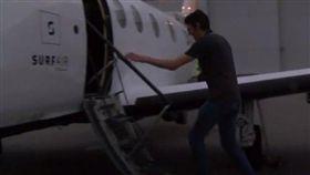 Curt von Badinski,飛機,洛杉磯,舊金山,錢,航空月票,機票奧,克蘭機場,工作 圖/翻社自BBC影片 https://goo.gl/Lg6h4z