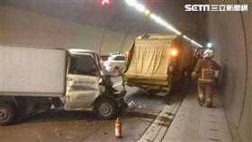 小貨車車頭幾近全毀。(圖/翻攝畫面)