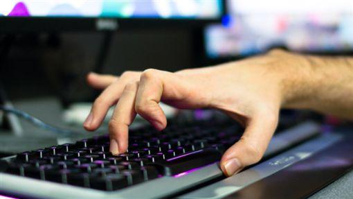 打電腦、玩電腦、打字、鍵盤/flickr/Mr Seb/https://flic.kr/p/9bjAo7