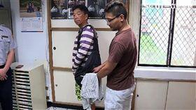 台北市刑大肅竊組展開檢肅扒竊大行動,一舉查獲扒竊案39件共42人,並設計海報宣導防扒竊(警方提供)