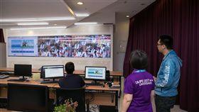 主營運中心 ( MOC)監看轉播畫面。(圖/世大運執委會提供)