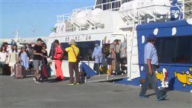 綠島4交通船壞 逾百旅客受困暴怒