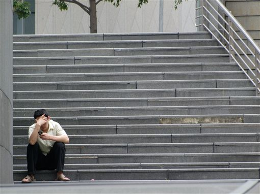 -壓力-手機-鬱悶-煩惱-圖/攝影者aaayyymm eeelectriik, Flickr CC Licensehttps://www.flickr.com/photos/aaayyymmm/3300146442/