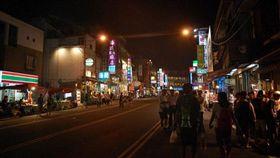 墾丁大街、墾丁、夜市/flickr-Ethan Chan H C (https://flic.kr/p/7517rb)