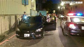 警方發現留男車輛可疑要求盤查。(圖/翻攝畫面)