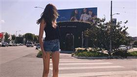 16:9 胸部以下就是腿!超模15歲女兒 一雙美腿超不科學 凱亞葛柏 Kaia Gerber 圖/翻攝自Kaia Gerber IG https://www.instagram.com/p/BUzTLeahXIF/?taken-by=kaiagerber