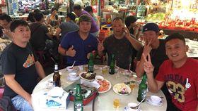 林恩宇、林英傑和許竹見相聚吃飯敘舊。(圖/翻攝自林恩宇臉書)
