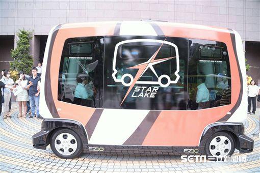 台北市長柯文哲27日上午出席市政府所舉辦「自動駕駛小巴實驗解密ing」記者會 北市府提供