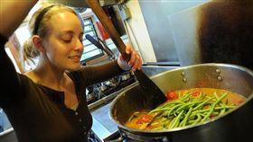 廚師煮菜料理-flickr-Wonderlane-https://www.flickr.com/photos/wonderlane/6231890399