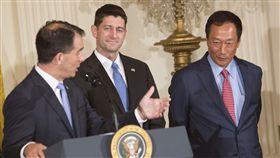 威斯康辛州州長斯科特·沃克(Scott Walker)、美國總統、川普、郭台銘、郭董、鴻海在美國設廠/(圖/美聯社/達志影像)