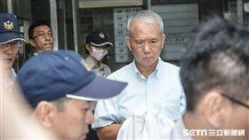 頂新混油案,魏應充28日入監執行,上銬 圖/記者林敬旻攝