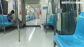 台北捷運車廂照(圖/翻攝自王定宇臉書)