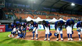▲台灣少棒面對南非比賽結束後,感謝觀眾到場。(圖/中華棒協提供)