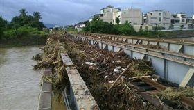 尼莎颱風過後,枋寮站北邊的鐵橋狀況