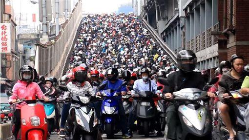 騎機車、摩托車、機車、騎車/chuchikomo YouTube