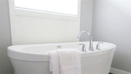 浴缸,泡澡,廁所,批踢踢,ptt,洗澡 圖/pixabay