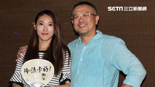 豬哥亮大兒子謝順福、女兒謝金晶宣布「豬哥亮ㄟ永恆歌廳秀」的細節。(記者邱榮吉/攝影)