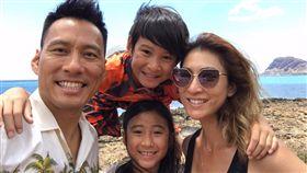 艾力克斯,李詠嫻,Ryder,Makayla,驚喜,夏威夷,機場,度假,兒女(圖/翻攝自艾力克斯臉書)