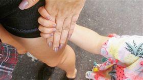 牽手、母女、小孩/凱莎‧布納德(Kesha Bernard)臉書