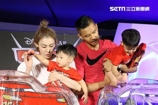 8月3日台北訊 黑人陳建州范范全家出席 【Cars 3 閃電再起】中文首映記者會