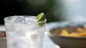 冰水,中暑,口渴,解渴,夏天,水,冰塊(圖/攝影者Andrew CC License/網址http://bit.ly/2v2z61o)