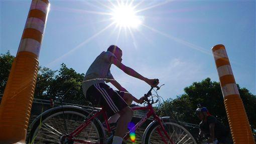 -天氣-高溫-炎熱-紫外線-陽光-戶外-腳踏車-曝曬-圖/中央社
