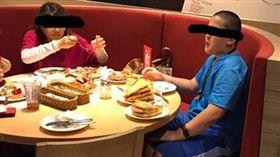 披薩,吃到飽,浪費,餅皮,餡料,屁孩 圖/翻攝自臉書爆料公社