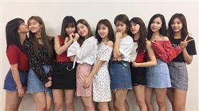 TWICE上傳成員合照,感謝日本粉絲熱情支持。(圖/翻攝自TWICE推特)