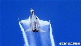 空軍官校營區開放預校 IDF、幻象、F16戰機特技 音爆雲 邱榮吉攝