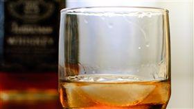 酒精 https://www.flickr.com/photos/wackyland/4248767843/in/photolist-7ts3DZ-e2WTEF-92qqmK-3bntxx-6cEH1Q-5BWrfo-ej2RWi-dJPBrY-27Le85-6dzAaB-jBmBZz-b11rKx-dcUQ2A-aNYCSt-68zY1h-92txBo-h4NHcM-TcgMM-bpQBk2-5