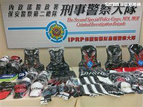 警方查扣大量知名釣具贗品。(圖/翻攝畫面)
