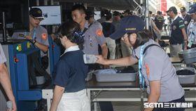 世大運組開幕全系統測試,安檢入場 圖/記者林敬旻攝
