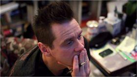 金凱瑞,流浪漢,Jim Carrey,演員,電影,繪畫,藝術家,生存者 圖翻攝自YouTube https://goo.gl/9XTzPs