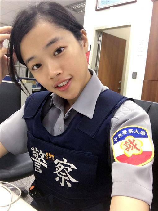 警大實習生陳韋如,原本是凱渥模特兒,以及台科大高材生,卻跟隨父親腳步,報考警大成為警官(翻攝畫面)