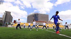 ▲台灣的大學生支持世大運。(圖/截自Youtube)