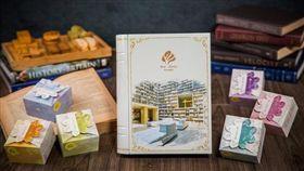 大地酒店「詠月中秋禮盒」,搭配六款限量手作點心,每盒定價1080元,另有早鳥及大宗訂購優惠。(圖/大地酒店提供)