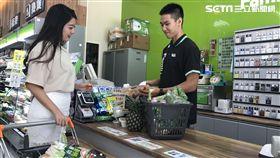 全家,超商,超市。(圖/記者馮珮汶攝)