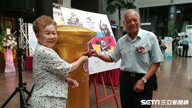 柯爸柯媽也來參加世大運紀念郵票發行典禮(圖/實習記者廖元甄攝)