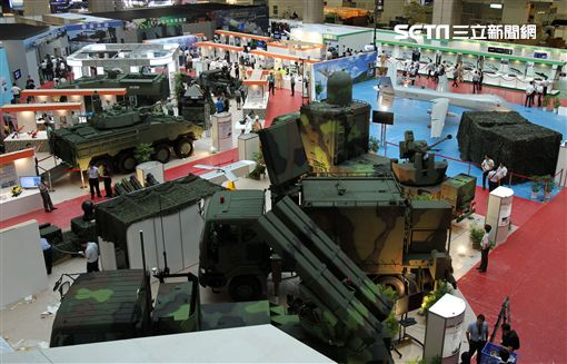 國防部參加2017台航太暨國防工業展,展出內容包括「國機國造」「國艦國造」「研發成果」「模擬系統」「戰鬥個裝」等。(記者邱榮吉/攝影)