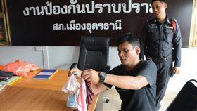 泰國失業男偷內褲送給女友當禮物。(圖/翻攝自泰國世界日報)
