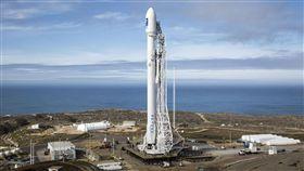 福衛五號獵鷹九號火箭搭載 頭等艙服務福衛五號即將發射升空,發射載具獵鷹九號火箭提供專屬服務,福衛五號猶如享受貴賓級的頭等艙服務。(取自SpaceX官網)中央社記者曹宇帆洛杉磯傳真 106年8月19日