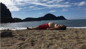 海灘,日光浴,沙灘,日本,兵庫縣,肚子,輪廓 圖/翻攝自推特