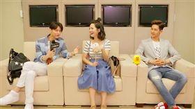 《稍息立正我愛你》三位主角為LINE TV拍攝貼圖,喬喬要王子不要穿力正衣服。(圖/LINE提供)