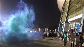 世大運,反年改,抗議,煙霧彈。PPT (警方丟煙霧彈企圖控制場面)
