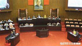 林全到立法院臨時會報告「815供氣中斷致大潭電廠跳機停電事件」並備詢。(記者盧素梅攝)
