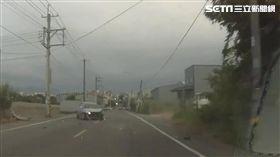 前車急切入車道 後方車噴飛一家4口傷