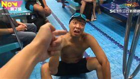 網路創作者小冰 Lil Ice與蕭志瑋一同拍出不一樣的捷運泳池。(圖/翻攝自小冰 Lil Ice臉書)