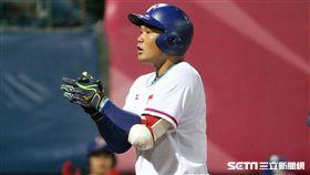 中華隊7局下靠范國宸陽春轟,追成3:4落後1分差。(圖/記者邱榮吉攝)