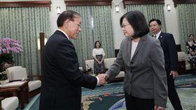 蔡英文總統接見「日本台灣交流協會」理事長谷崎泰明。(總統府提供)