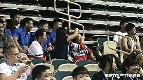 韓國不舉,朝鲜選手笑出來(圖/記者雷明正攝)
